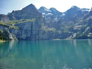 View of the glacier cirque ringing the Oeschinensee